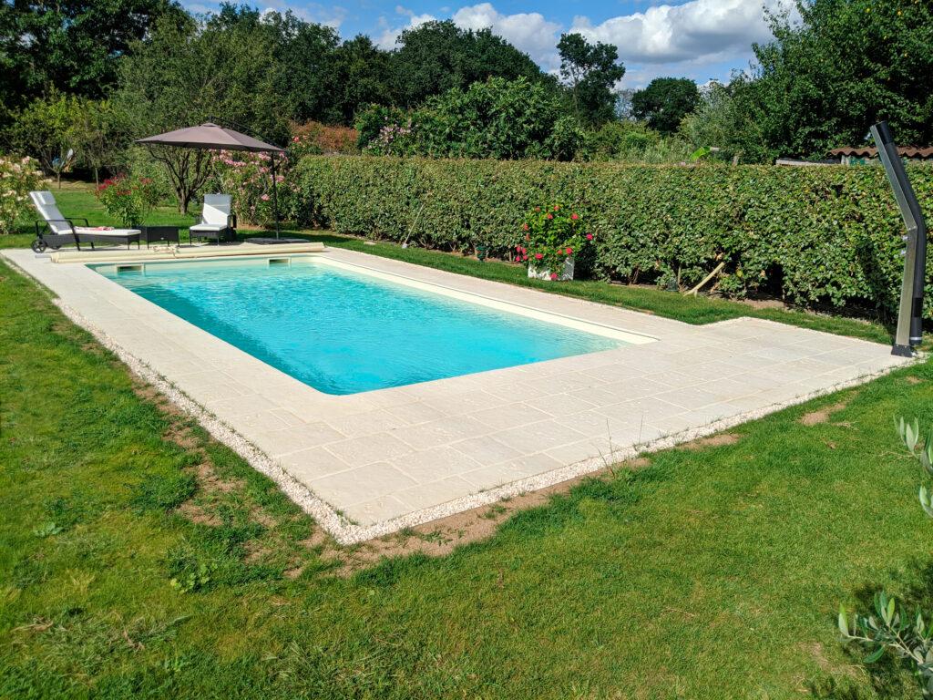 Hydro Loisirs - Réalisation d'une piscine 8 x 4 m