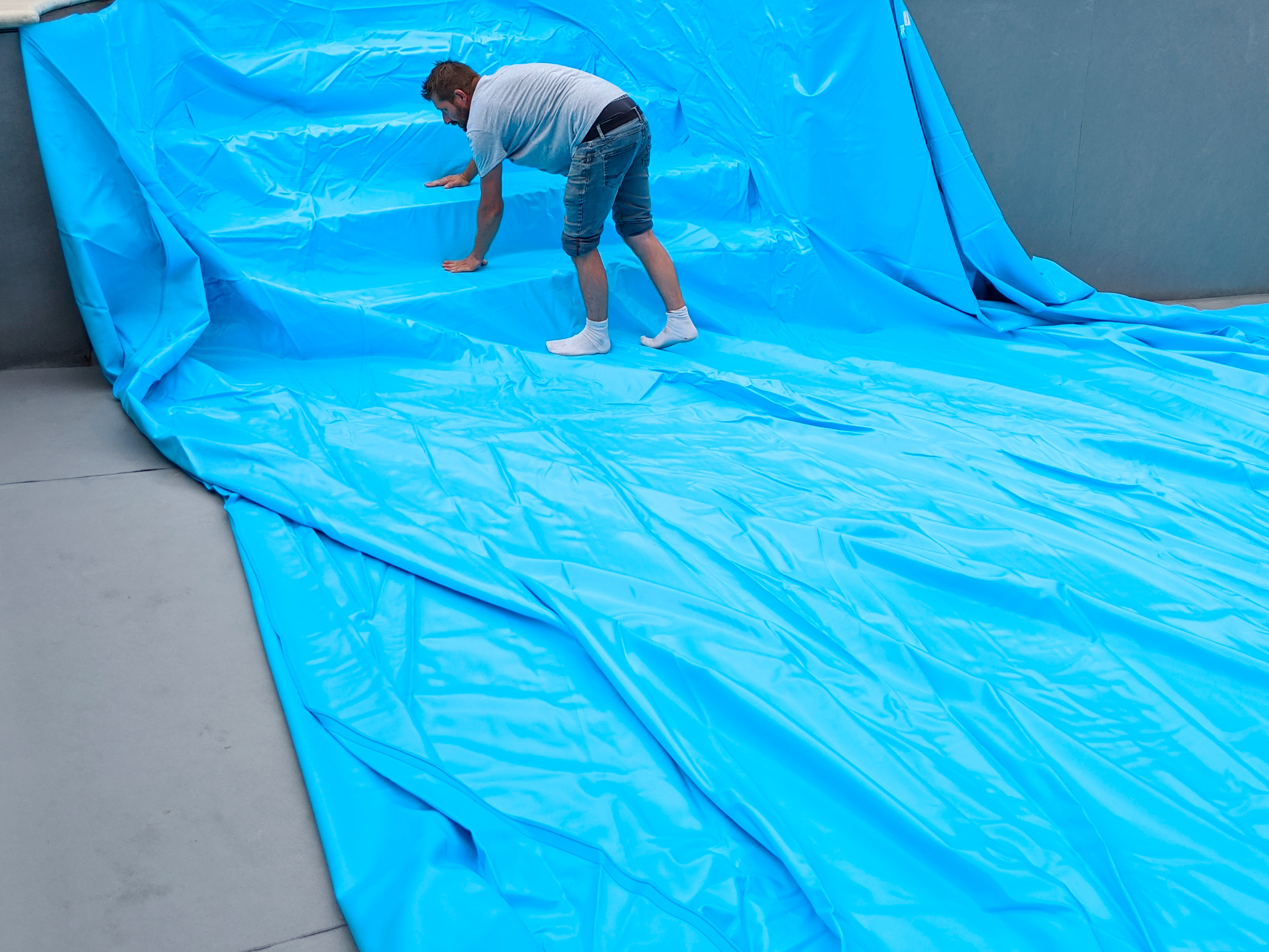 Hydro Loisirs - Pose du liner lors d'une rénovation de piscine